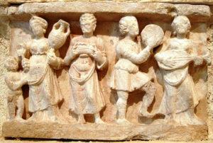 Banquet, Bas relief de Gandhara